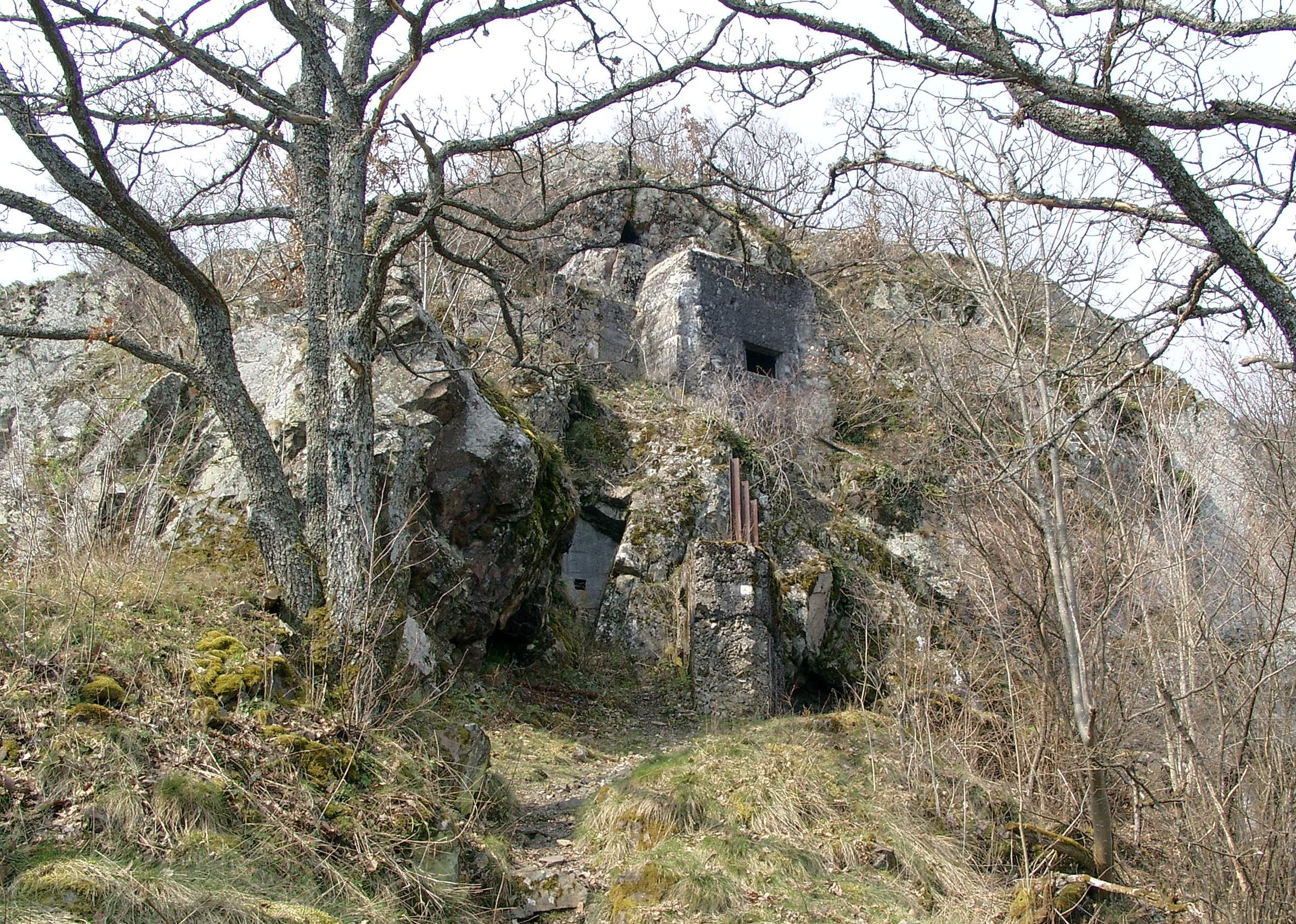 German fortifications at the Lower Rehfelsen at the Hartmannsweilerkopf